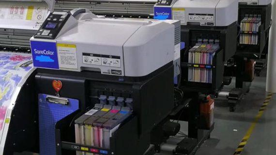 Khách hàng xưởng in vải chất lượng cao